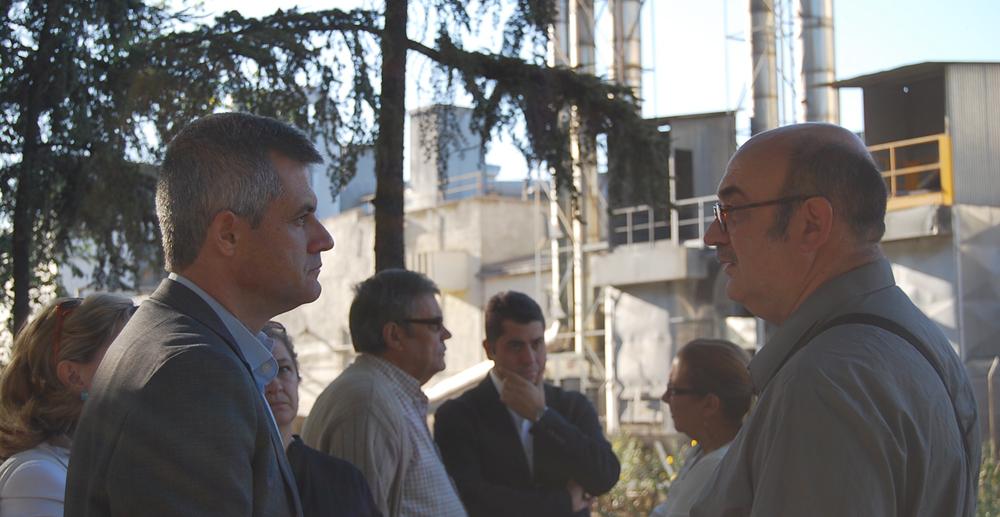 David Lucas con vecinos frente a Forlady