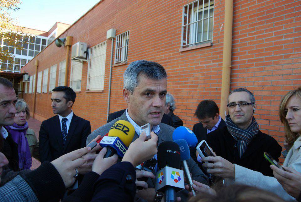 david lucas atiende a los medios IES Rayuela