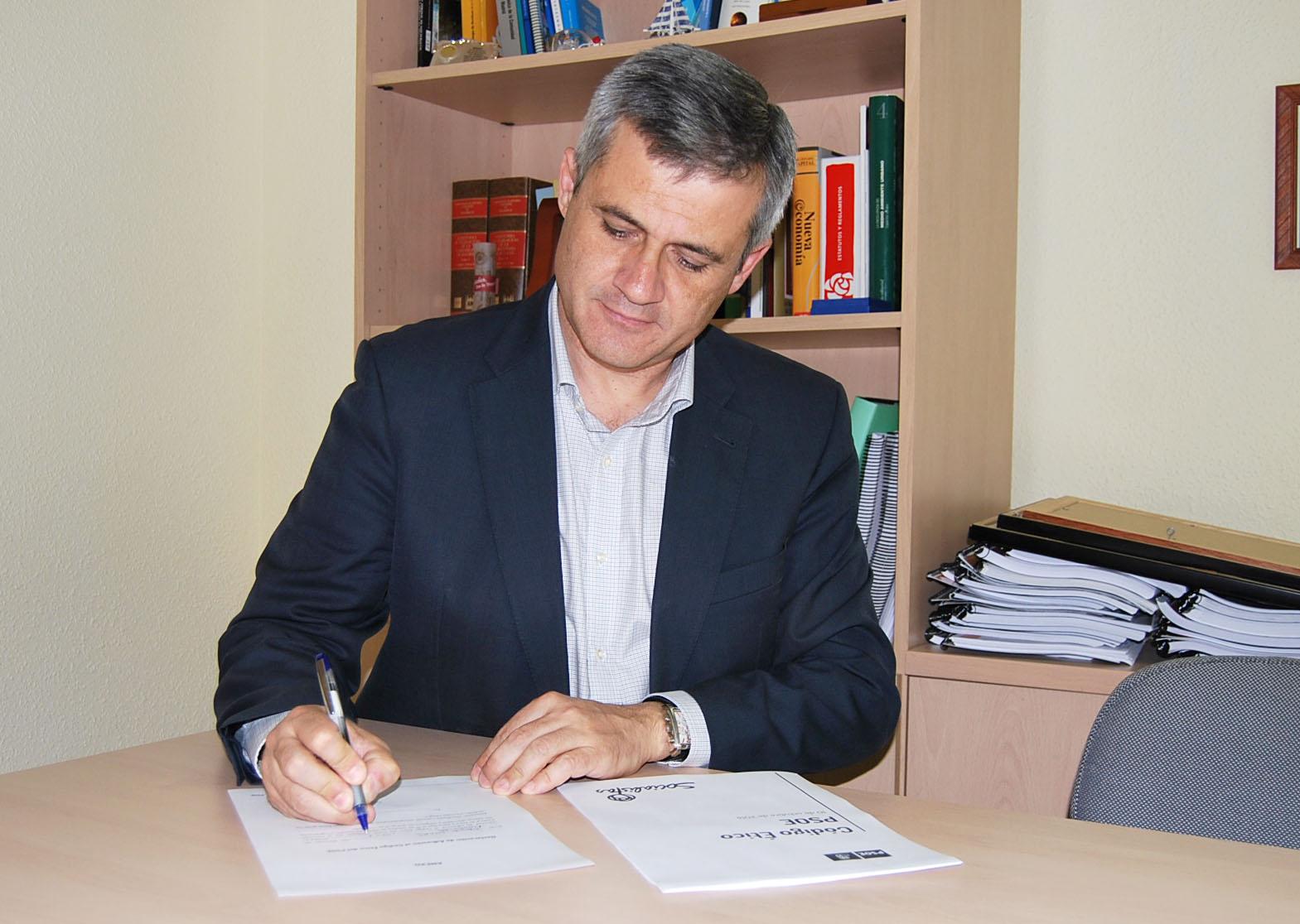 David Lucas firma código ético PSOE